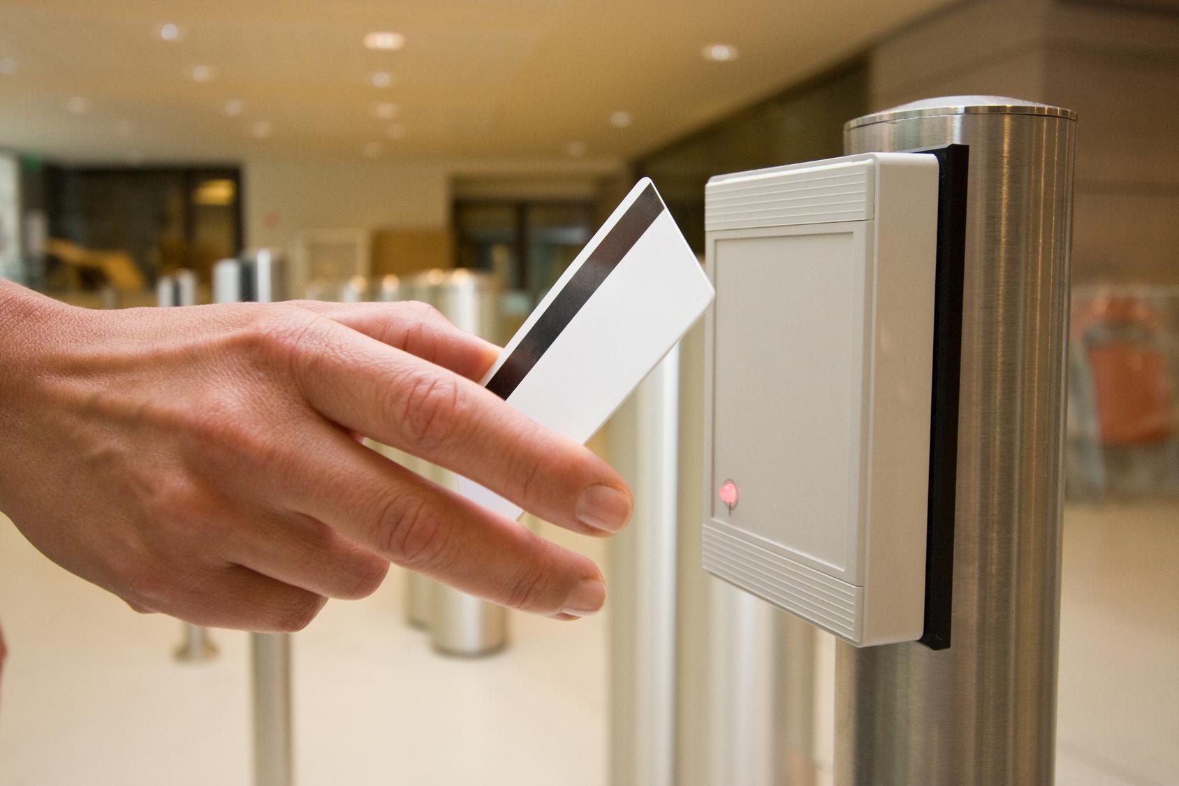 Вставлення систем контролю доступу